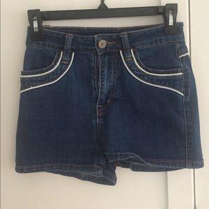 High waisted denim shorts w/ light blue detail